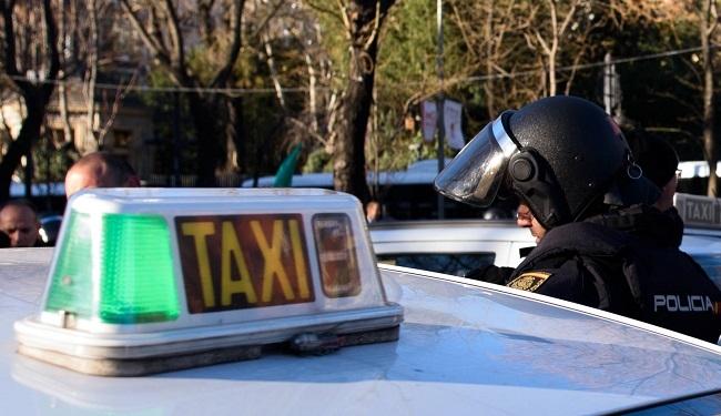 La Policía Nacional detiene a dos hombres por varios robos con fuerza en taxis