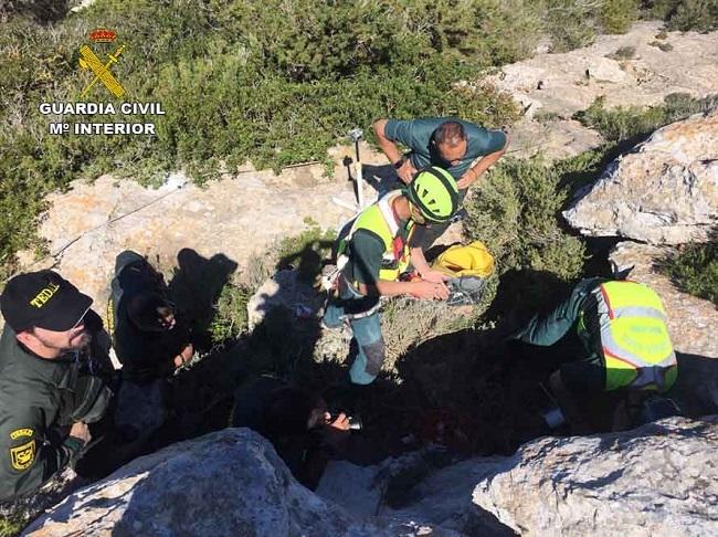 La Guardia Civil lleva a cabo una prácticas de rescate para actuaciones en cavidades subterráneas en la isla de Formentera