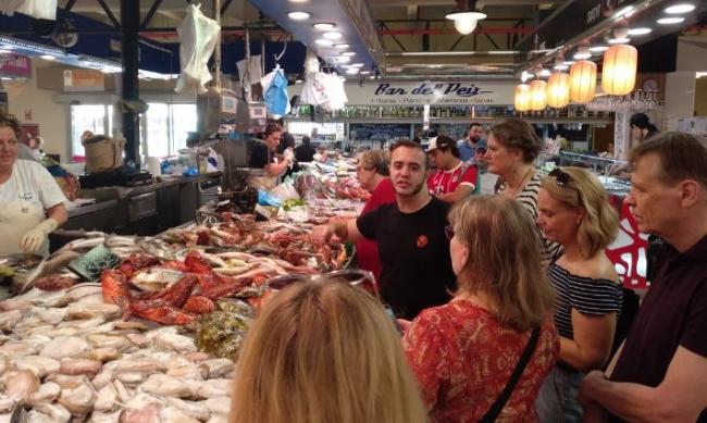 El AETIB da a conocer la oferta de gastronomía y cicloturismo a periodistas extranjeros