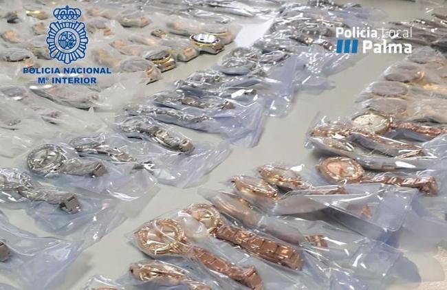 Policía Local y la Policía Nacional detienen a dos personas por recepción de relojes de marcas conocidas presuntamente falsos