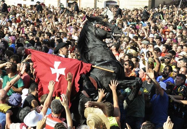 Aprobado el convenio de colaboración entre Ciutadella y los otros ayuntamientos por el refuerzo policial en las fiestas