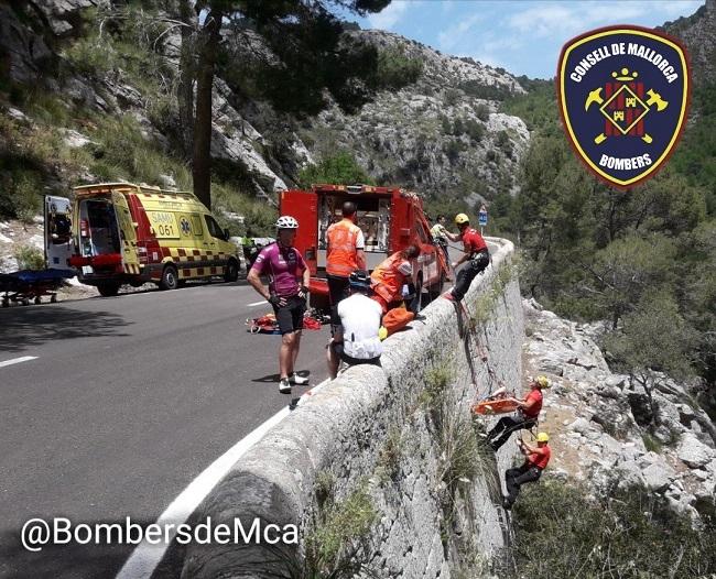 Bombers de Mallorca rescatan un ciclista inglés en la carretera de Lluc