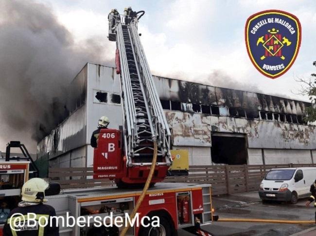 Incendio en una nave industrial en Sa Pobla