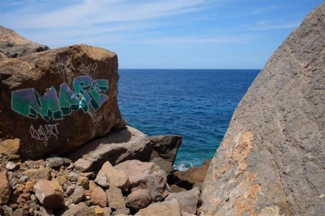 ARCA pide la limpieza de unas pintadas vandálicas en Estellencs