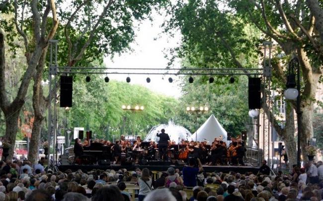 La Simfònica interpreta una Noche de Broadway en el Passeig del Born de Palma