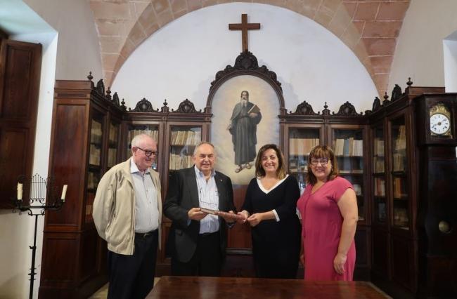 El Govern en funciones entrega el Llibre d'Or de l'Any Ramon Llull de Bruselas al Santuario de Cura
