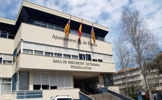 Palma dotará con 20 coches, 15 bicis eléctricas y 50 chalecos antibalas a la Policia Local