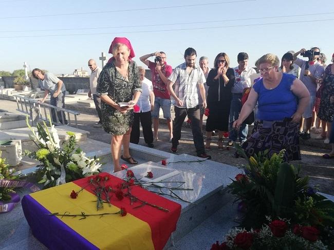 El Govern en funciones entrega los restos de Julià Fullana Mas, asesinado por el franquismo, a su familia