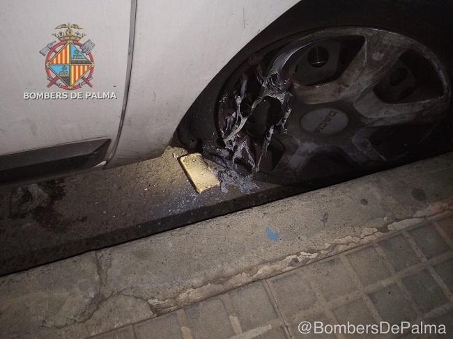 Intentan incendiar un vehículo de EMAYA con pastillas de encendido de barbacoa