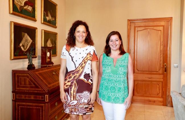 Armengol y Cladera se reúnen para intensificar la colaboración entre el Govern y el Consell