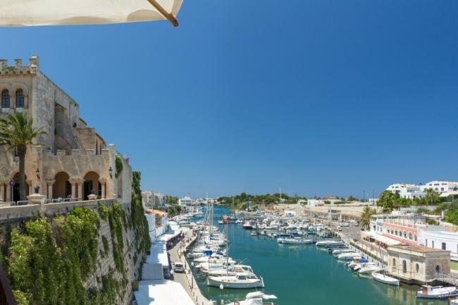 Aprobada la instalación de una planta solar fotovoltaica de autoconsumo en el Puerto de Ciutadella