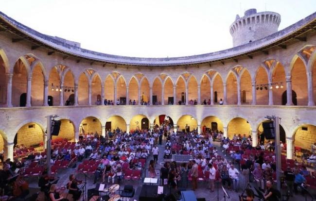 Francina Armengol asiste al concierto de la Orquesta Sinfónica de las Illes Balears al Festival Bellver