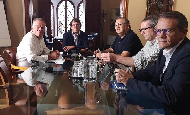 El conseller Negueruela y el alcalde de Calvià acuerdan una hoja de ruta para combatir el turismo de excesos