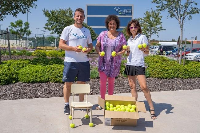 Rafa Nadal Academy by Movistar dona cuatro mil pelotas de tenis para impulsar el nuevo programa educativo 'Regálate un minuto de silencio'
