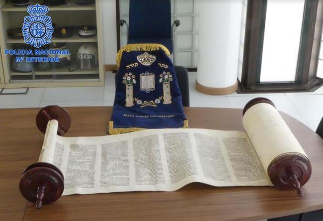 La Policía Nacional recupera un 'Libro Sagrado' de la comunidad Judía