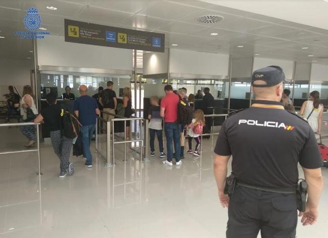 La Policía Nacional auxilia a una turista que acababa de llegar a Palma