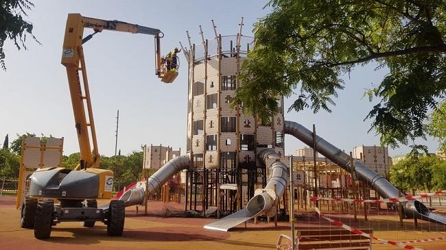 Infraestructuras desmonta el parque infantil de sa Riera afectado por el fuego