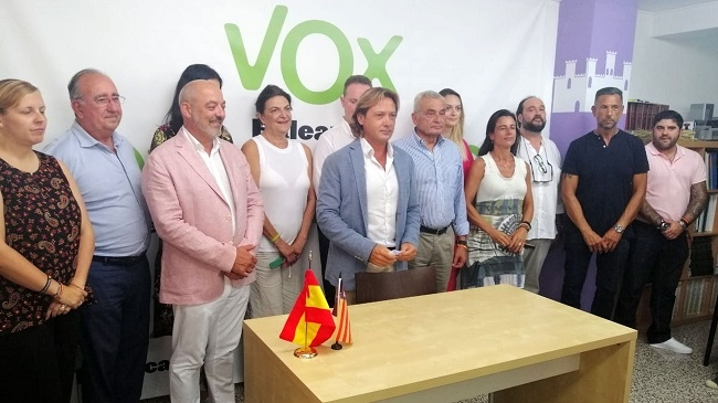La dirección nacional de VOX apoya a Jorge Campos ante una conspiración para sucederle en Baleares