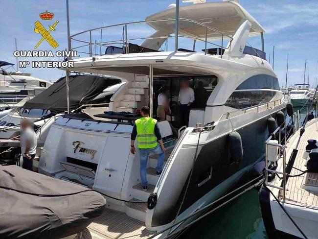 La Guardia Civil recupera un embarcación de recreo de lujo robada en el Puerto de Palma de Mallorca