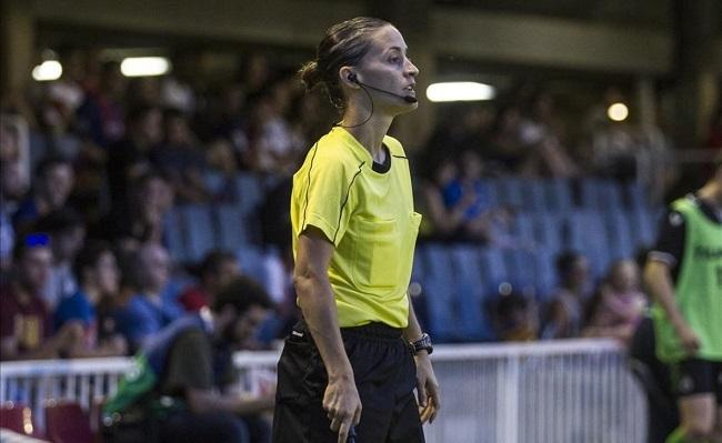 Debuta en Mallorca la primera árbitra asistente en fútbol masculino