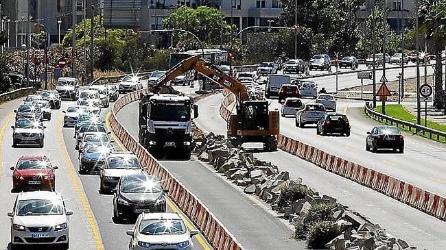 """Vox: el Consell la lía con las obras en pleno verano en la autovía del Aeropuerto y luego las para porque """"hace calor"""""""