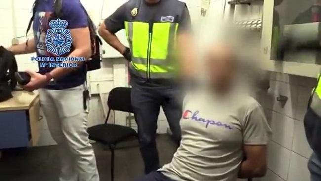Detienen a un hombre que grabó por debajo de sus faldas a más de 500 mujeres