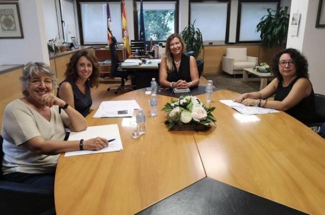 Patricia Gómez recibe a las professionales que impulsan la campaña Nursing Now en las Baleares