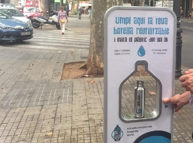 La fuente de agua potable filtrada de la plaza del Mercat de Palma ya ha proporcionado más de 6.500 litros
