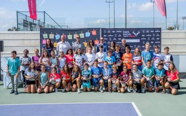 El futuro del tenis español pisa fuerte en el Rafa Nadal Tour by Mapfre
