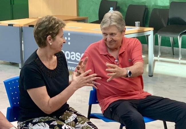 Neumología de Son Espases organiza una clase de yoga con pacientes con fibrosis pulmonar idiopática