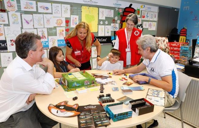 Donación de juegos de estrategia para los niños ingresados en Son Espases