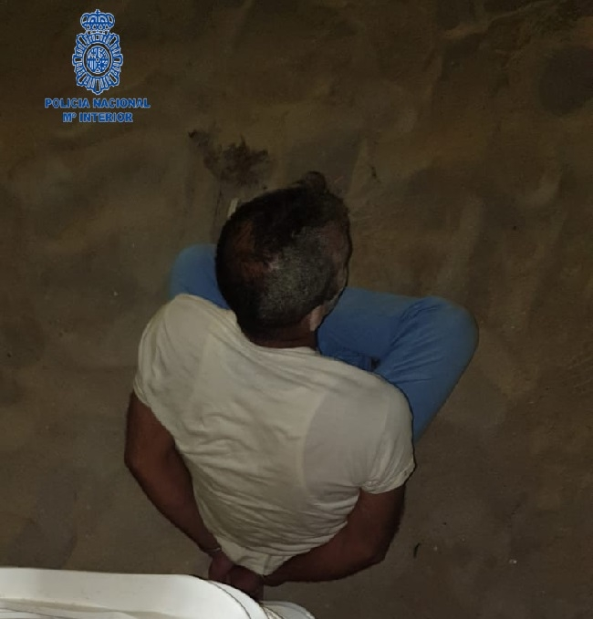 La Policía Nacional detiene a un hombre que acababa de robar un móvil a un turista en la playa