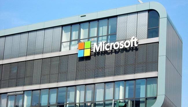 Microsoft corrige de urgencia dos vulnerabilidades críticas de Microsoft Defender e Internet Explorer