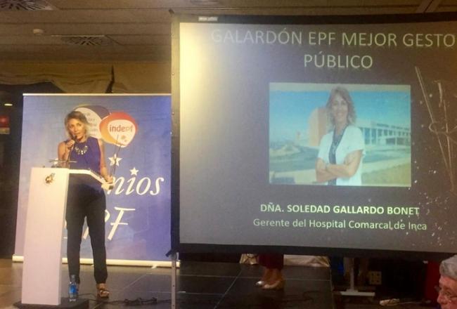 La gerente del Hospital de Inca recibe el premio «Enfermedades Poco Frecuentes» a la mejor gestora pública