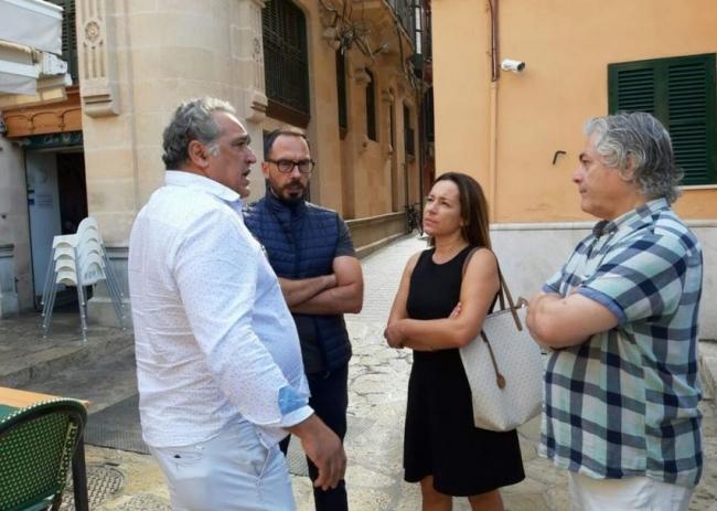 Cs Palma acude a la concentración a favor de las terrazas