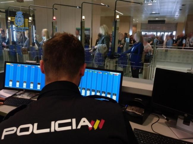 La Policía Nacional prosigue con las detenciones en el aeropuerto de Ibiza