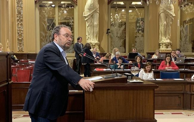 El Parlamento insta al Govern a establecer una zona de control de emisiones contaminantes en el Mediterráneo