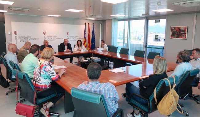 Ayuntamientos y Conselleria colaborarán para solucionar el problemas de transporte del alumnado de bachillerato del IES Sineu