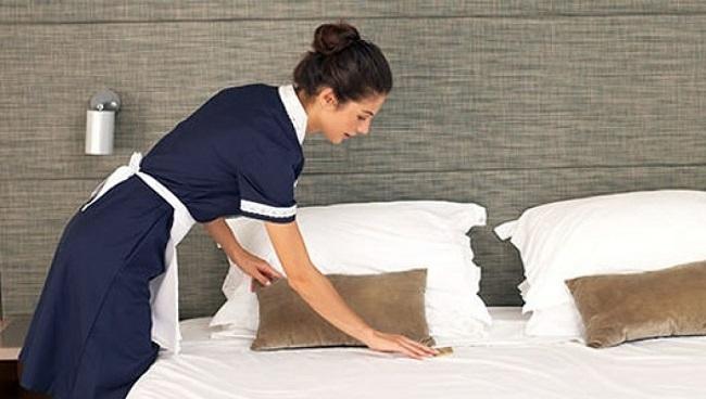 Entre un 55 % y un 70% de las camareras de piso asegura que sufre a menudo o de forma crónica dolor en la región lumbar, muñecas y manos