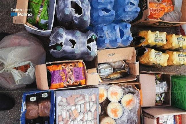 La Policia Local de Palma interviene diferentes mercancías destinadas a la venta ambulante en la calle Eusebio Estada