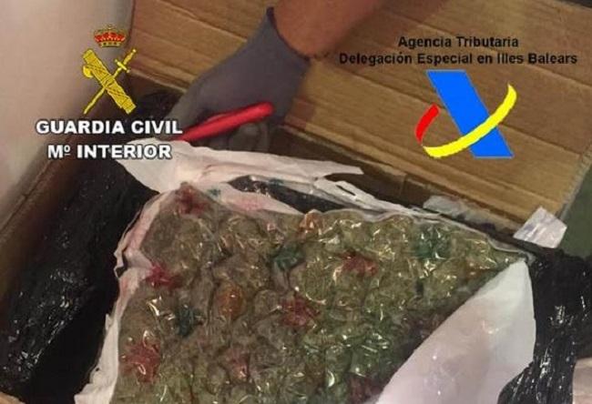 La Agencia Tributaria y la Guardia Civil incautan 13,2 kg de marihuana en una empresa de paquetería de Mallorca
