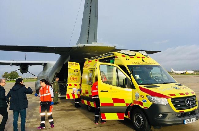 El Hospital Son Espases y el SAMU-061 trasladan en avión a un niño de 9 meses con oxigenación extracorpórea