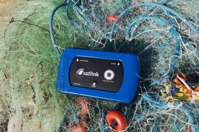 Pesca instala un dispositivo de seguimiento en diez embarcaciones de artes menores de la Colonia de Sant Jordi