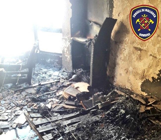Desalojado a causa de un incendio un edificio el Port d'Andratx