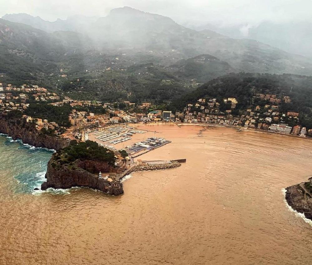El port de Soller totalmente enfangado por el temporal