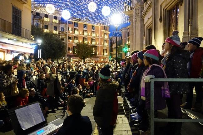 Encendido de la iluminación de Navidad en la sede del Consell de Mallorca