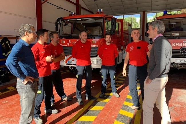 El conseller d'Hisenda i Funció Pública visita los parques de bomberos de Felanitx y Manacor
