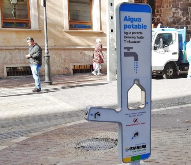 EMAYA instala una nueva fuente de agua potable filtrada en la calle Sant Miquel de Palma