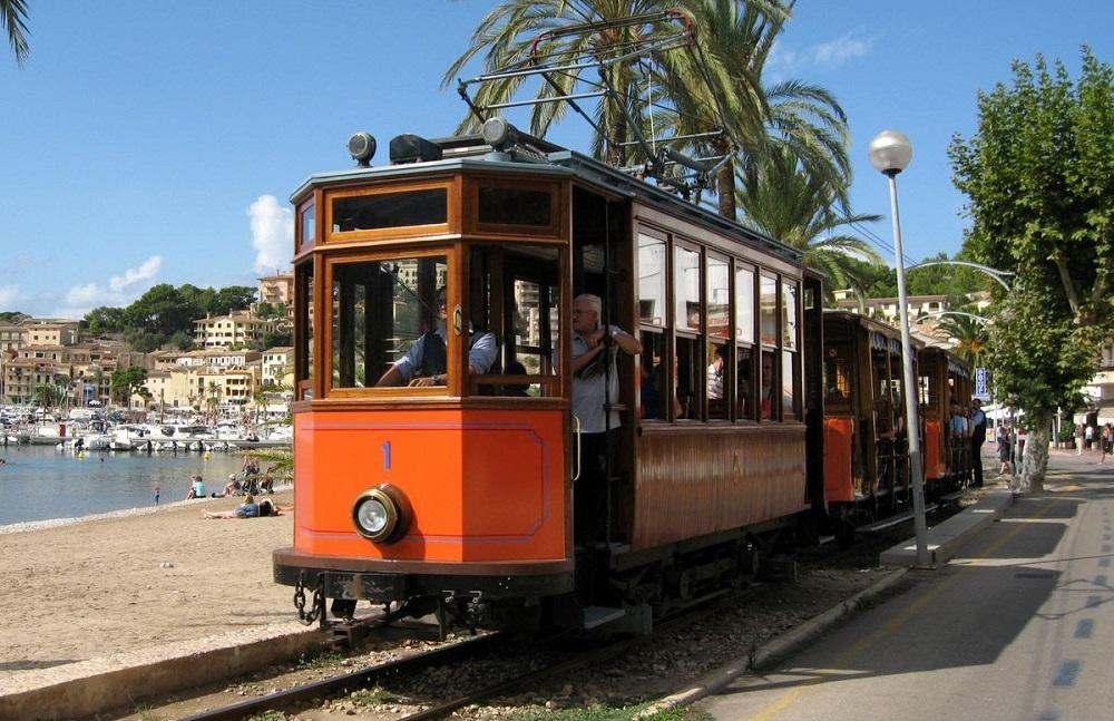 El Ferrocarril de Sóller cierra por obras de mantenimiento y mejora
