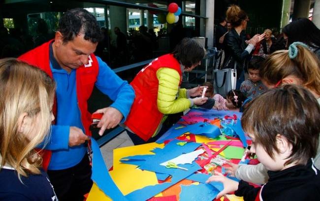 Son Espases acoge la tradicional Fiesta de Navidad para los niños ingresados y los hijos de los trabajadores con actividades muy variadas